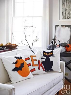 Attractive Diy Halloween Living Room Decoration Ideas25