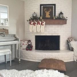 Fantastic Winter Mantle Decoration Ideas10