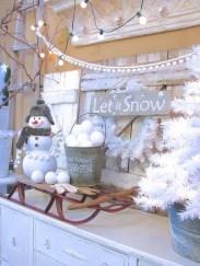 Fantastic Winter Mantle Decoration Ideas31