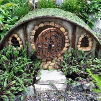 Impressive Magical Mini Garden Ideas25