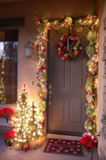 Amazing Outdoor Christmas Ideas For Porch Décor34
