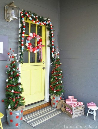 Brilliant Christmas Front Door Decor Ideas06