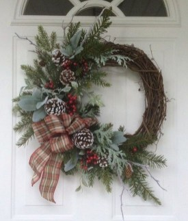 Brilliant Christmas Front Door Decor Ideas32