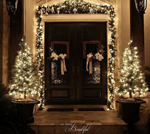 Brilliant Christmas Front Door Decor Ideas36