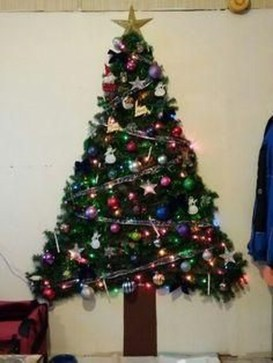 Diy Wall Christmas Tree Ideas18