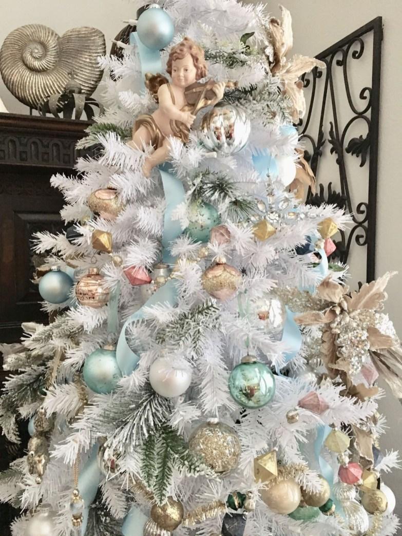 Fascinating White Vintage Christmas Ideas10