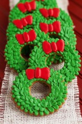 Inspiring Christmas Wreaths Ideas For All Types Of Décor14