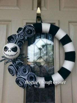 Inspiring Christmas Wreaths Ideas For All Types Of Décor35