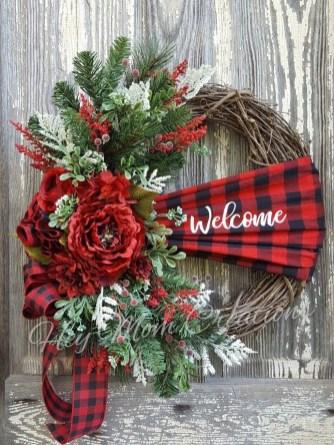 Inspiring Christmas Wreaths Ideas For All Types Of Décor39