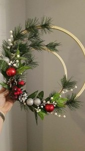 Inspiring Christmas Wreaths Ideas For All Types Of Décor42