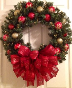 Inspiring Christmas Wreaths Ideas For All Types Of Décor45
