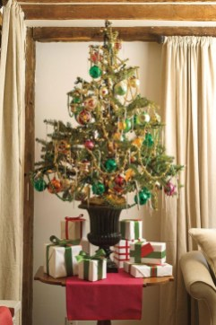 Minimalist Small Tree In A Bucket Ideas For Christmas36