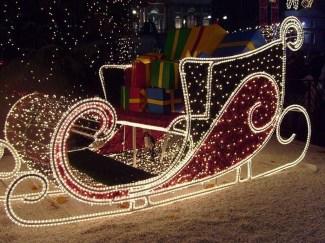 Unique Sleigh Decor Ideas For Christmas19