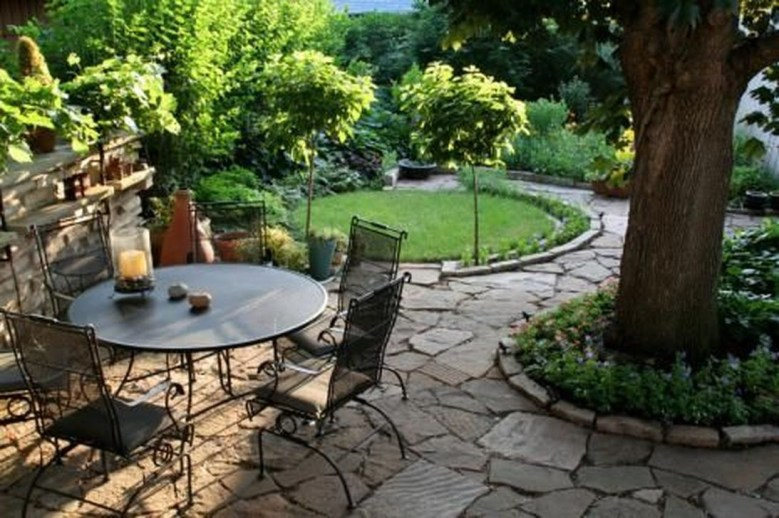 Amazing Big Tree Landscaping Ideas18