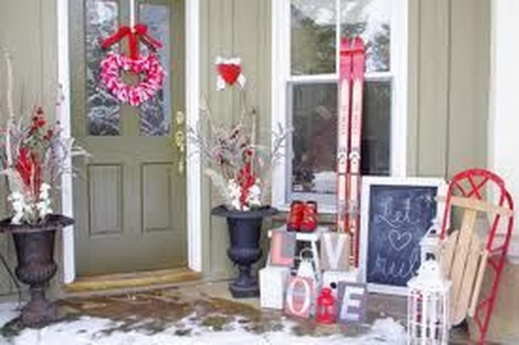 Amazing Valentine Porch Ideas13