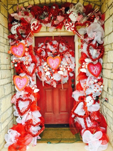 Amazing Valentine Porch Ideas14