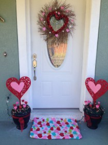 Amazing Valentine Porch Ideas22