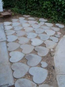Amazing Valetine Frontyard Ideas07