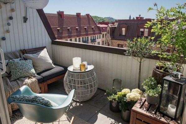 Awesome Rustic Balcony Garden10