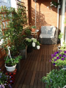 Awesome Rustic Balcony Garden21