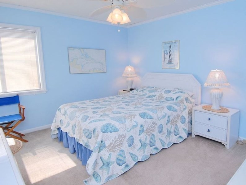 Elegant Blue Themed Bedroom Ideas25