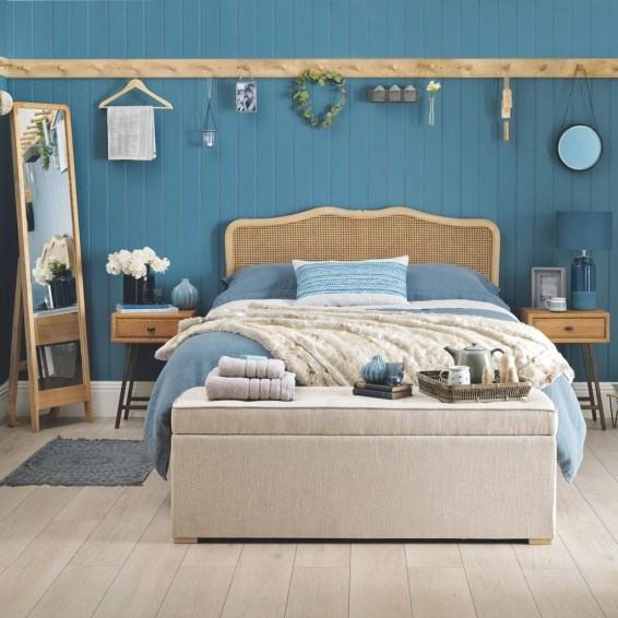 Elegant Blue Themed Bedroom Ideas42