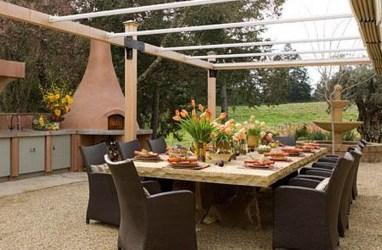 Amazing Traditional Patio Setups For Your Backyard08