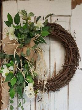 Simple Halloween Wreath Designs For Your Front Door06