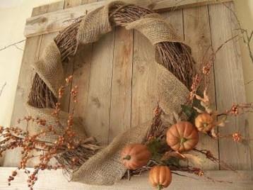 Simple Halloween Wreath Designs For Your Front Door31