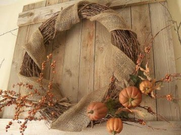Simple Halloween Wreath Designs For Your Front Door31