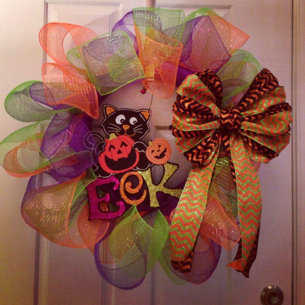 Simple Halloween Wreath Designs For Your Front Door32