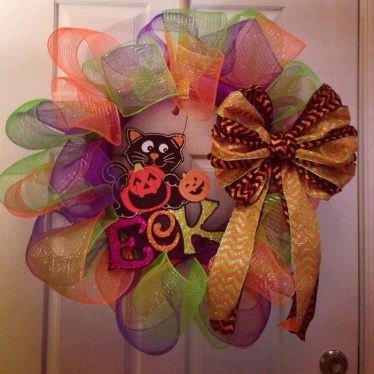 Simple Halloween Wreath Designs For Your Front Door32