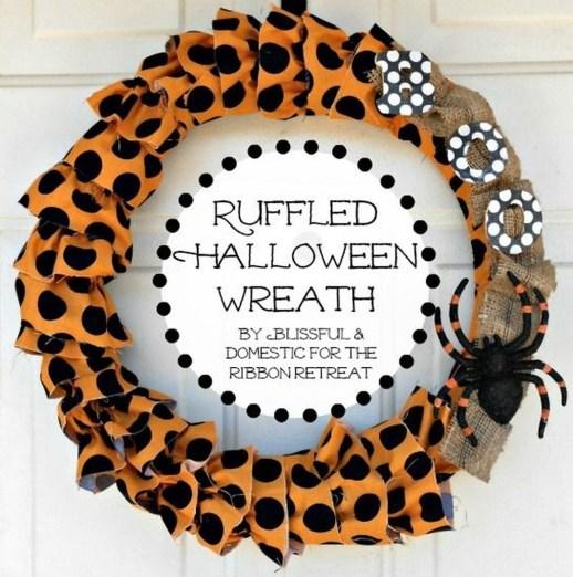 Simple Halloween Wreath Designs For Your Front Door39
