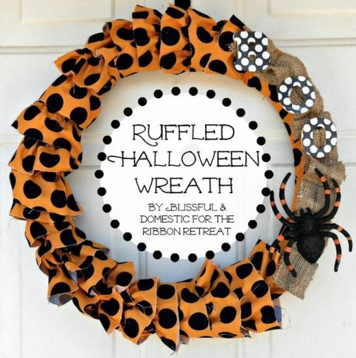 Simple Halloween Wreath Designs For Your Front Door39