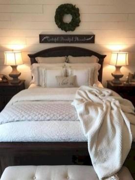 Comfy Urban Master Bedroom Ideas08
