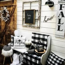 Lovely Black And White Living Room Ideas05