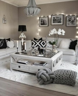 Lovely Black And White Living Room Ideas09