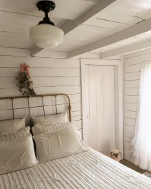 Modern White Farmhouse Bedroom Ideas08