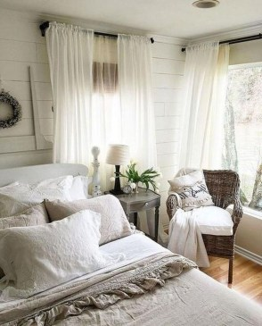 Modern White Farmhouse Bedroom Ideas10