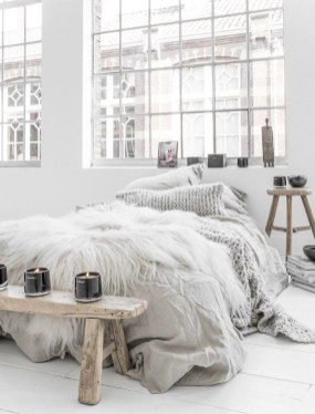 Modern White Farmhouse Bedroom Ideas21