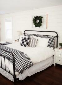 Modern White Farmhouse Bedroom Ideas35
