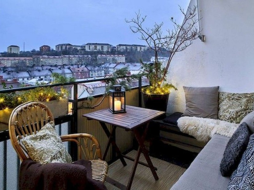 Comfy Apartment Balcony Decorating18