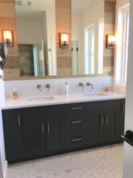 Best Farmhouse Bathroom Remodel15