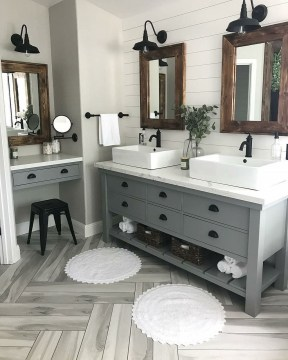 Best Farmhouse Bathroom Remodel18