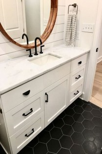 Best Farmhouse Bathroom Remodel22
