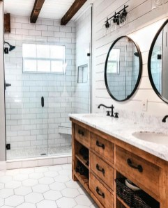 Best Farmhouse Bathroom Remodel40