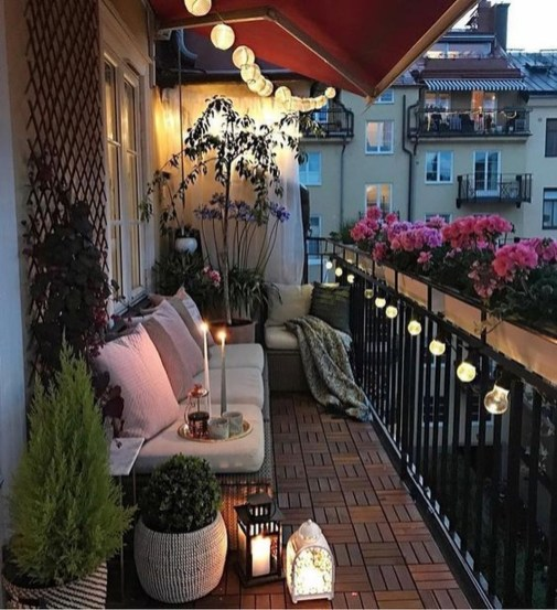 Exciting Small Balcony Decorating For Farmhouse24