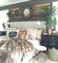 Lovely Urban Farmhouse Master Bedroom Remodel Ideas31