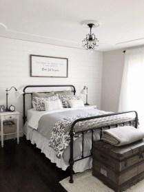 Smart Modern Farmhouse Style Bedroom Decor05