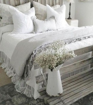 Smart Modern Farmhouse Style Bedroom Decor23